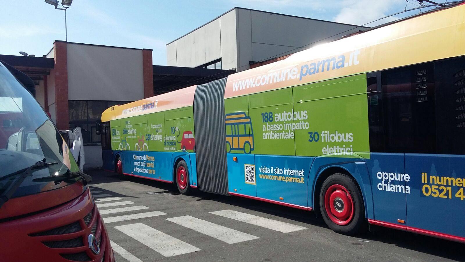 Bus con infografiche pizzarotti parma smart e di qualit for Piani distaccati di posti auto coperti