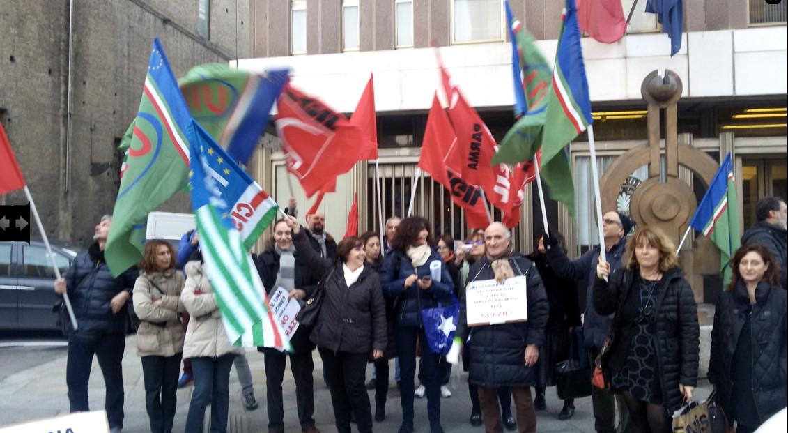 I lavoratori della ssica contro la camera di commercio for Camera di commercio della romagna